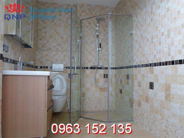 Các loại vách ngăn kính phòng tắm bằng kính cường lực phổ biến nhất hiện nay