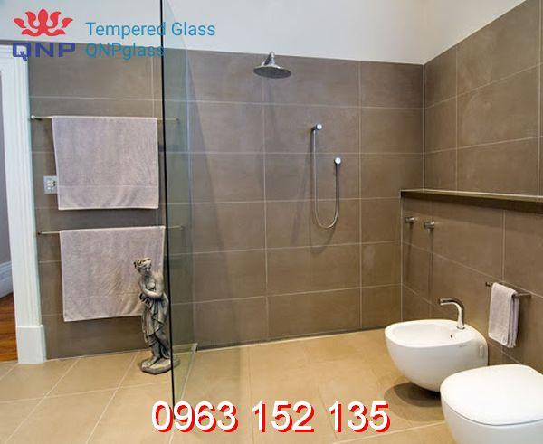 mẫu cửa kính phòng khách tắm