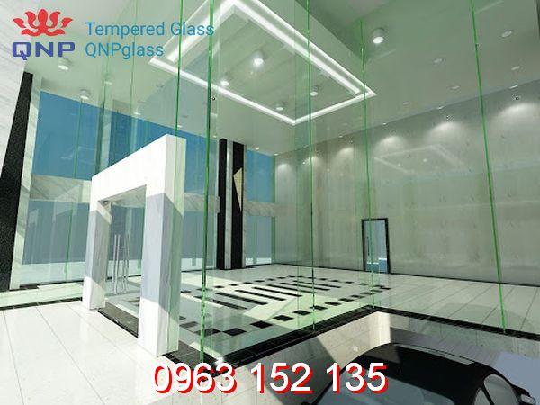 Thiết kế vách kính showroom đẹp đảm bảo chất lượng