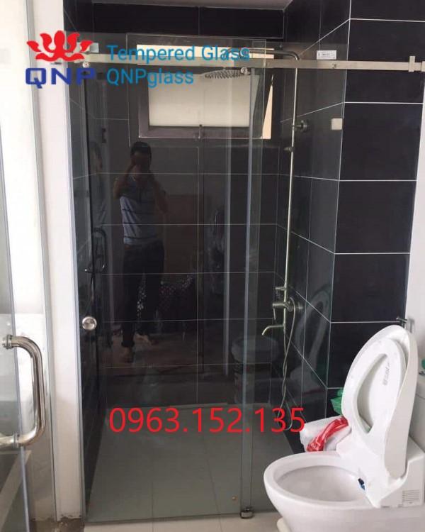 Vách kính cường lực phòng tắm