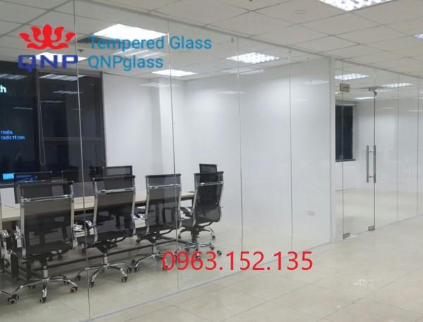 Vách kính cường lực văn phòng 12mm