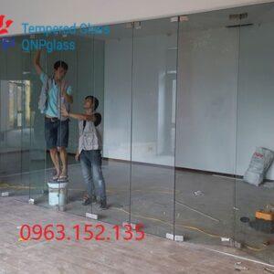 Vách kính văn phòng cửa mở trượt